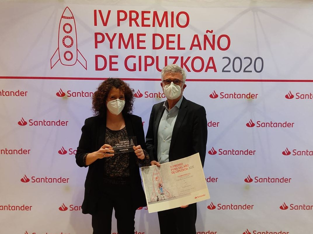 José Manuel Franco and Maider Goyena after getting the prize